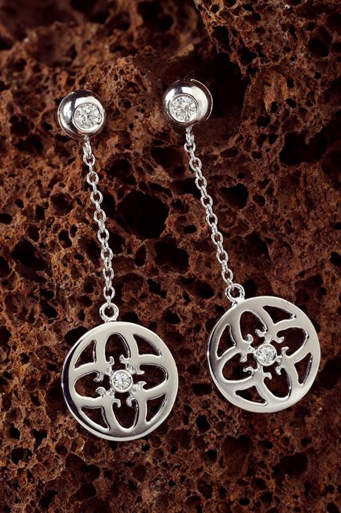 Boucles-d-oreilles-Symbole-d-amour-chaine-diamant-central