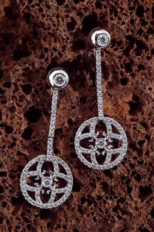 Boucles-d-oreilles-Symbole-d-amour-tout-diamants