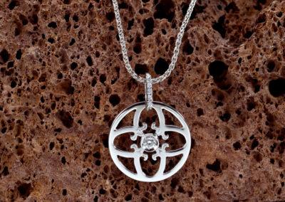 Symbole_d_amour_Pendentif_diamant_central