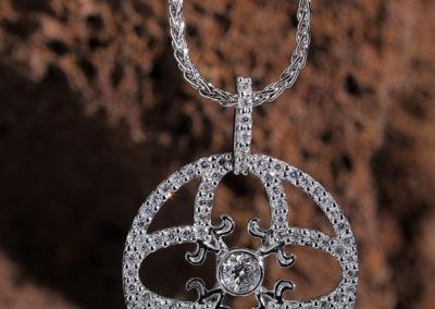 Symbole_d_amour_Pendentif_tout_diamants